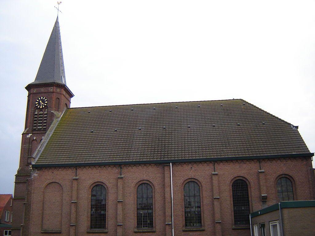 De hervormde kerk in Hoek in 2008, dus nog voor de brand. (Wikimedia Commons, foto LimoWreck)