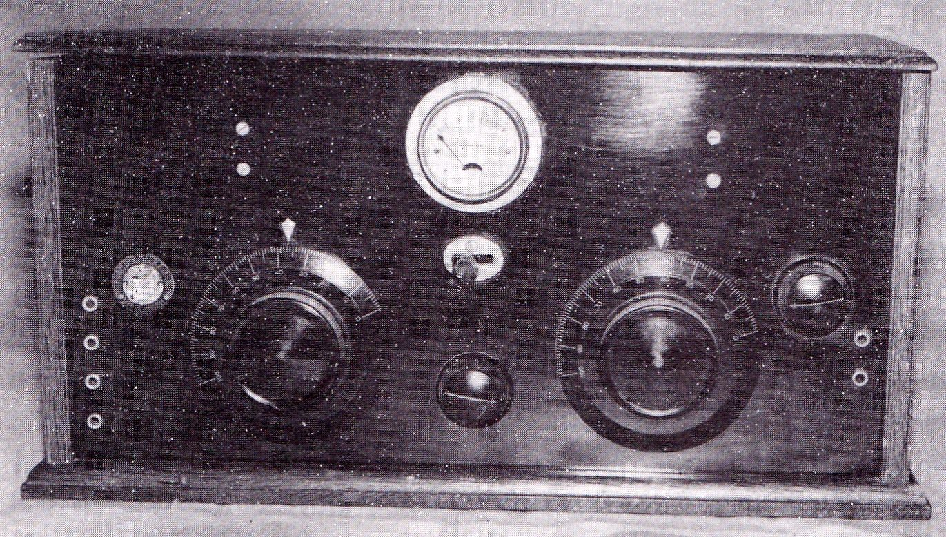 Radio gebouwd bij de Eerste Zeeuwsche fabriek van radiotoestellen H.J. van der Meer en Zonen in Vlissingen, 1928. (Foto collectie auteur)