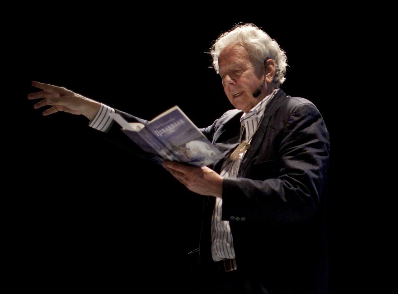 Rob Ruggenberg leest voor (opname 2011).