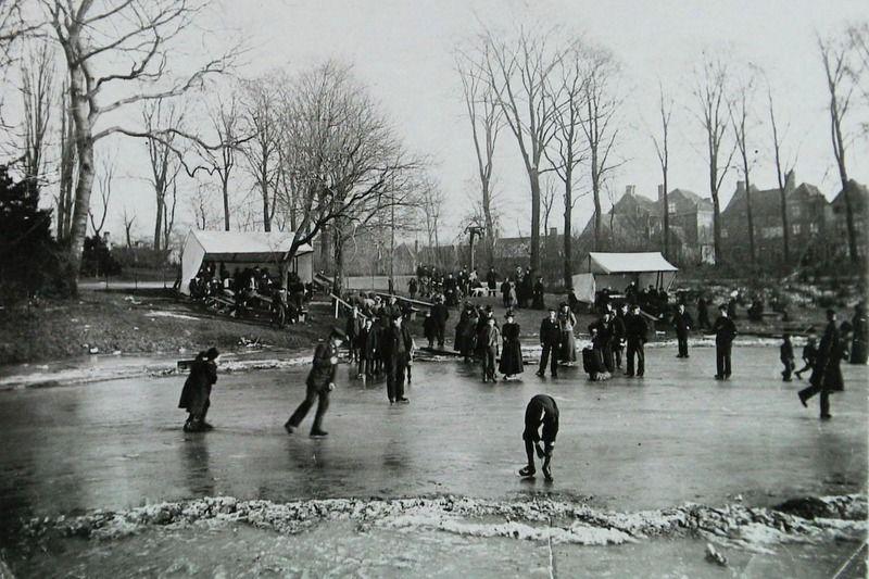 Schaatsen in Middelburg omstreeks 1905. (ZB, Beeldbank Zeeland)