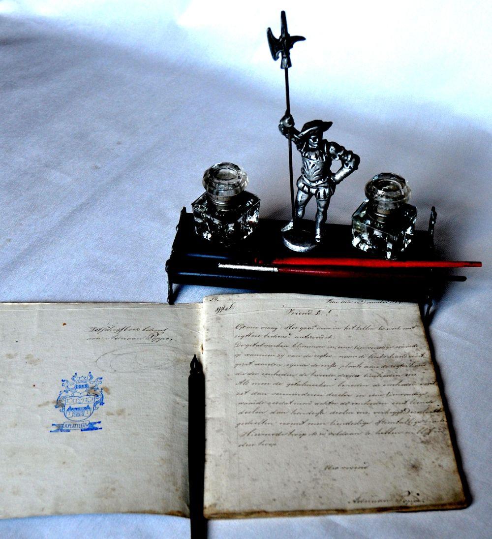 Inktstel met pennen. (Particuliere collectie)