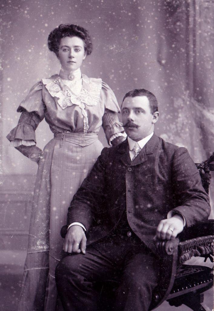 Adriaan Kaan en zijn echtgenote Susanne de Vlieger op een portretfoto omstreeks 1910. (Particuliere collectie)