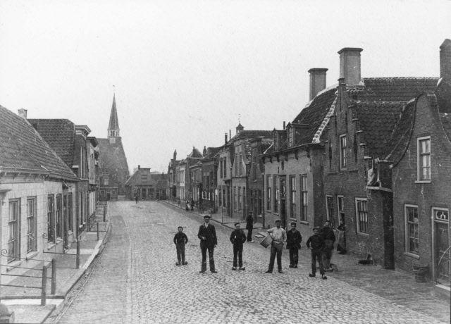 Oudestraat in Bruinisse, 1910-1915. (Beeldbank Gemeentearchief Schouwen-Duiveland)