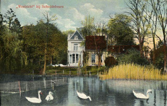 Huize Weelzicht, een buitenplaats bij Schuddebeurs, dankte zijn naam aan de nabijgelegen weel. Het buiten werd in 1944 gebombardeerd. Prentbriefkaart circa 1905. (Beeldbank Gemeentearchief Schouwen-Duiveland)