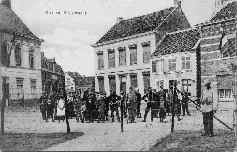 De Doodendraad door Koewacht, circa 1917. (ZB| Beeldbank Zeeland)