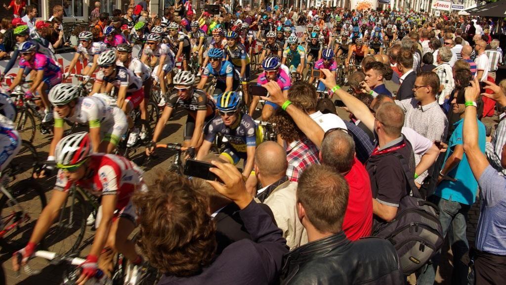 De Tour de France in 2010 in Zeeland. (Foto Arnold Parre)