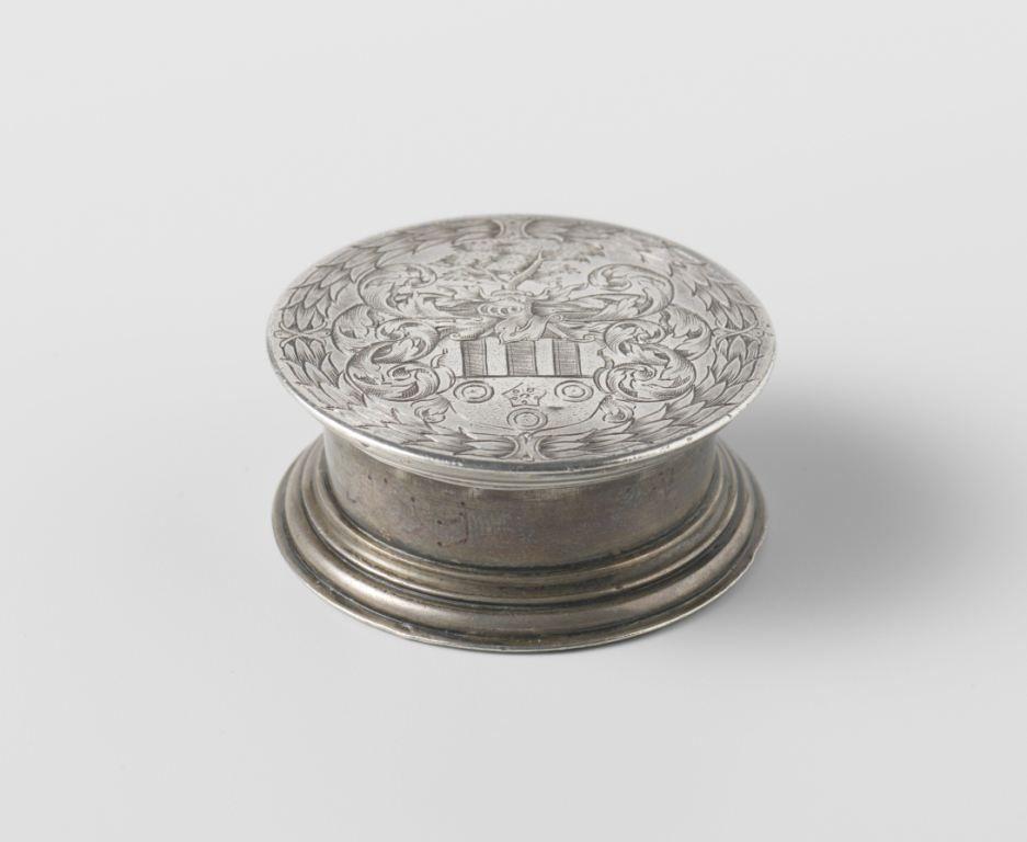 Zilveren kompas met het familiewapen van De Boisot. Het zou Louis hebben toebehoord. (Collectie Rijksmuseum)