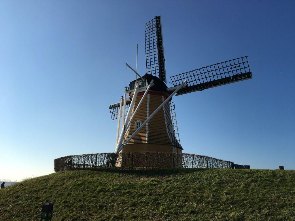 Molen De Hoop in Sint-Philipsland. (Beeldbank SCEZ)