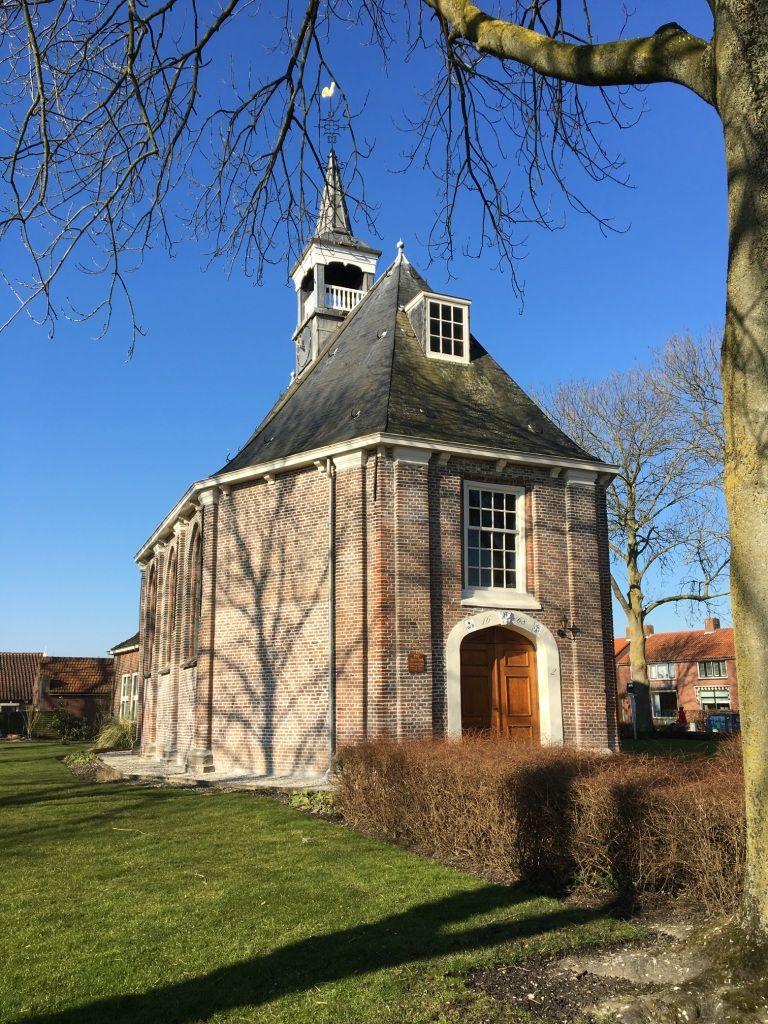De 17de-eeuwse kerk aan de Kerkring in Sint-Philipsland. (Beeldbank SCEZ)
